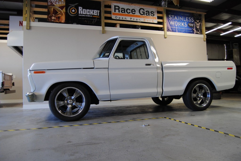 1977 Ford F-100 Custom Standard Cab Pickup 5.0L
