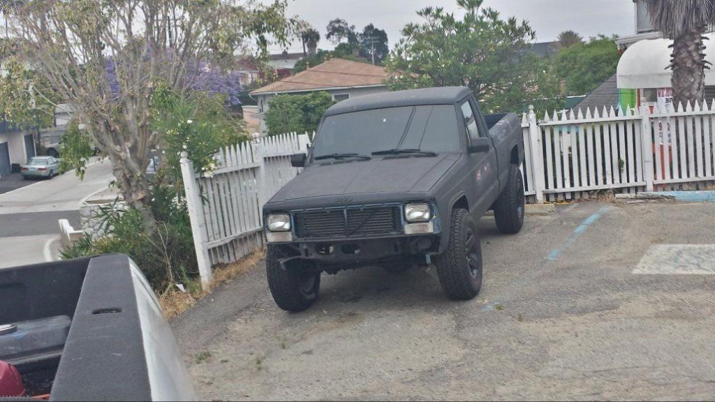 1988 Jeep Comanche 4×4 shortbed pickup