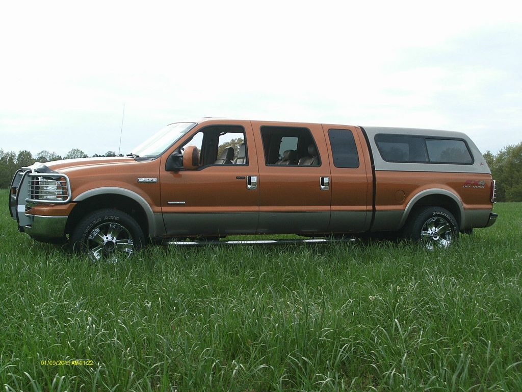 Custom Built 2006 Ford F-250 Lariat Super Mega Cab Pickup truck