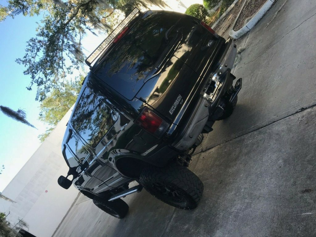 lifted 2005 Ford Excursion XLT custom