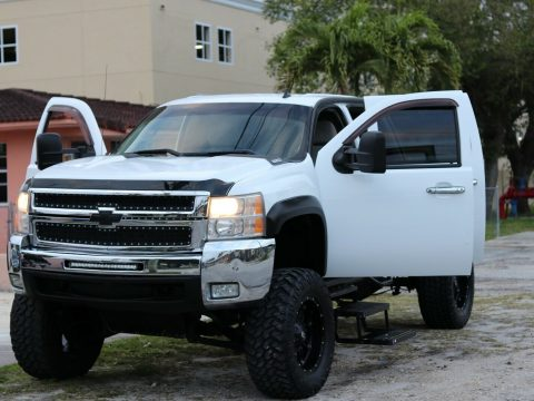 well maintained 2007 Chevrolet Silverado 2500 custom for sale